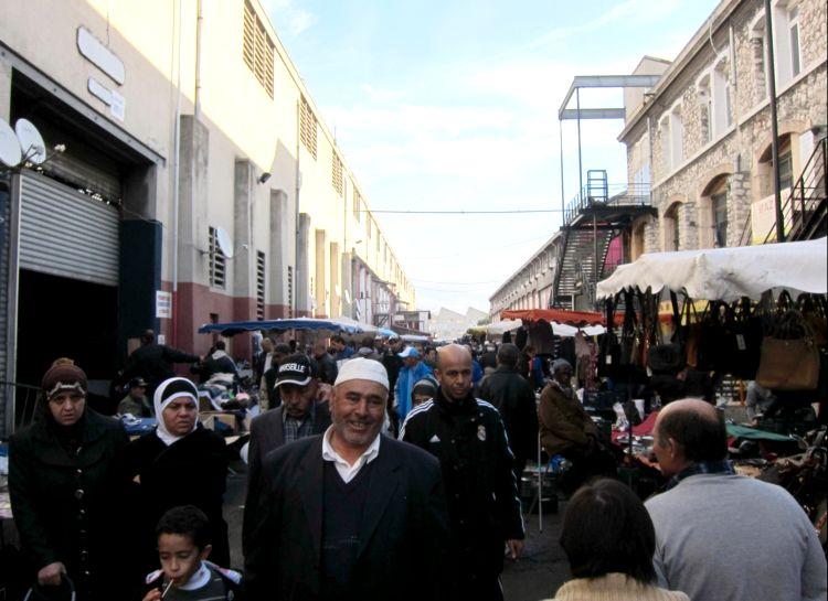 Франция арабы негры